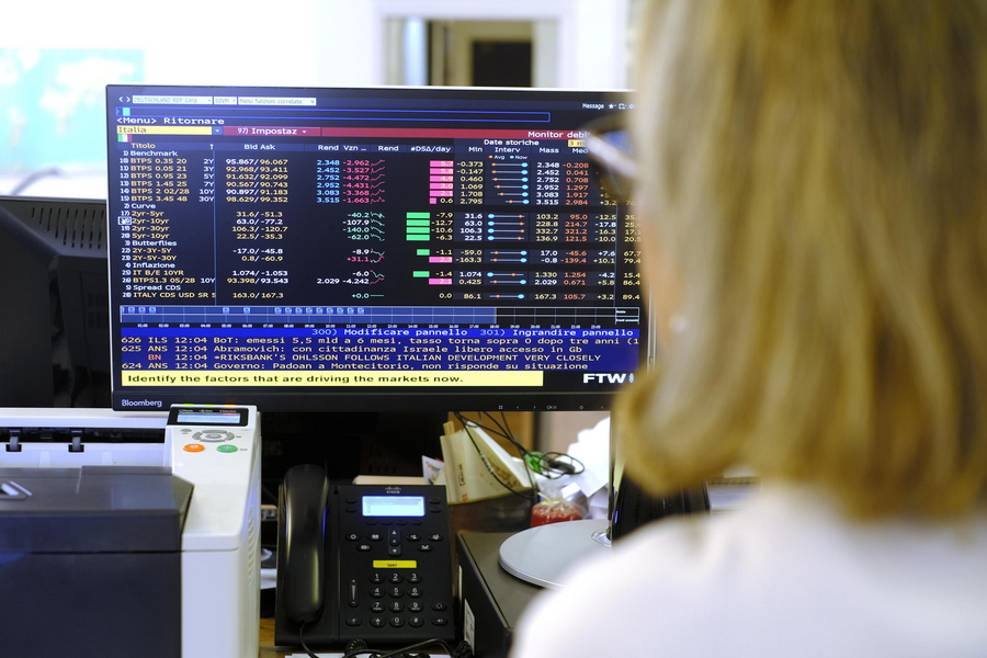Εκτός ελέγχου η αγορά ομολόγων – Παρέμβαση ESM προβλέπει η αγορά