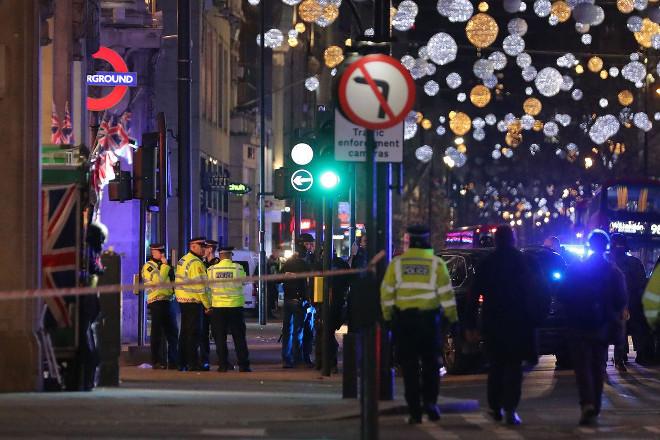 Συναγερμός στο Λονδίνο – Αναφορές για πυροβολισμούς – Εκκενώθηκε σταθμός του μετρό