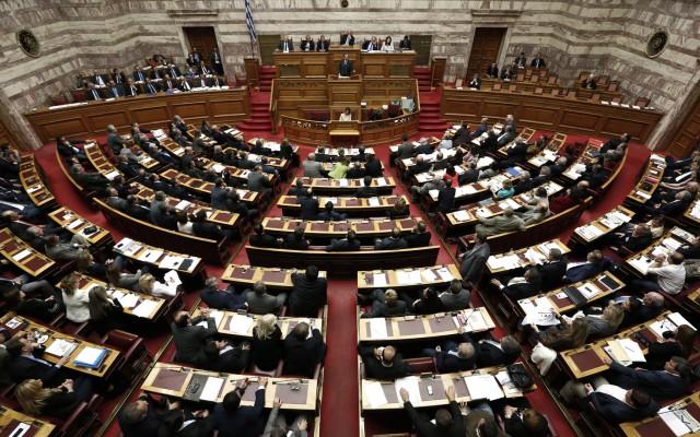 Μετωπική σύγκρουση ΣΥΡΙΖΑ-ΠΑΣΟΚ για τα υποβρύχια