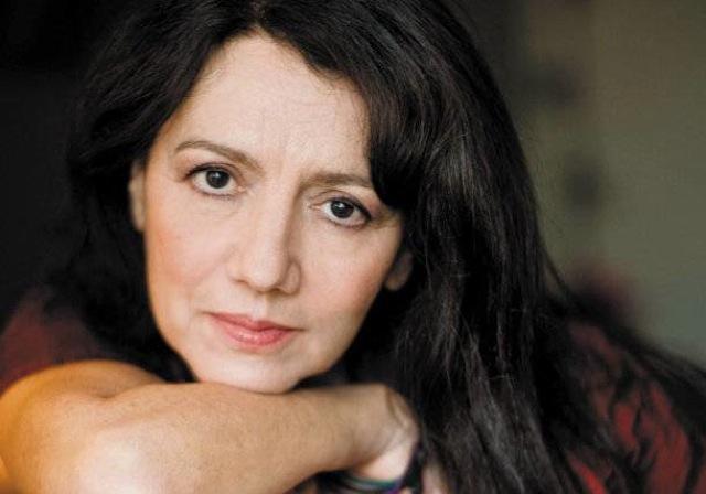 Ταξιδεύοντας τη μουσική της Ελένης Καραΐνδρου σε όλο τον κόσμο
