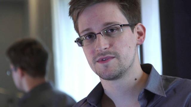 Σνόουντεν: η σύλληψη του Ασάνζ στην Βρετανία είναι «μαύρη μέρα για την ελευθερία του τύπου»
