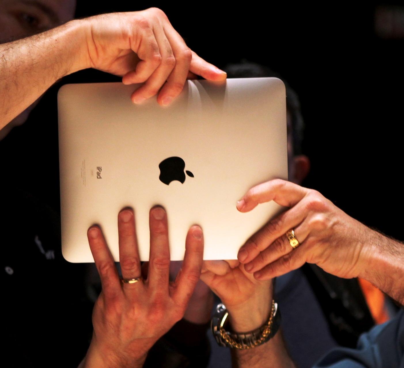 H ελληνική ύφεση θέλει το «μήλο» της