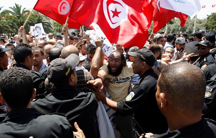 Μυρίζει μπαρούτι ξανά στην Τυνησία