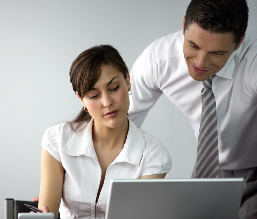 Αγεφύρωτο το χάσμα στις αμοιβές ανδρών-γυναικών