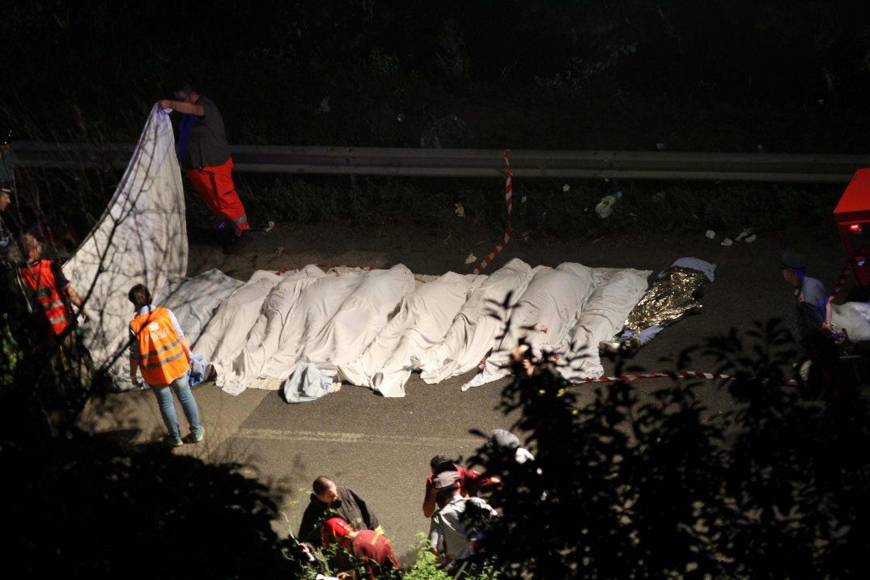 Ιταλία: Βουτιά θανάτου για λεωφορείο