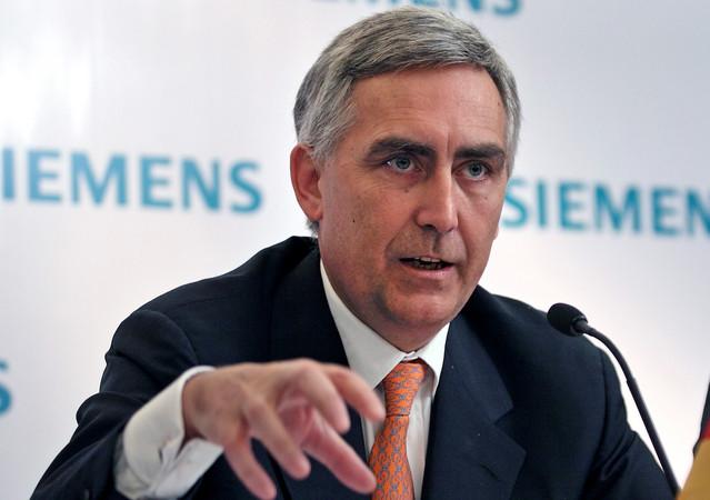 Βλέπει την πόρτα της εξόδου ο CEO της Siemens