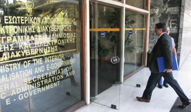 Με 115 εκατ. ευρώ ενισχύει τους δήμους το υπουργείο Εσωτερικών