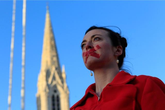 Ιρλανδία: Εγκρίθηκε ο νόμος που επιτρέπει τις αμβλώσεις