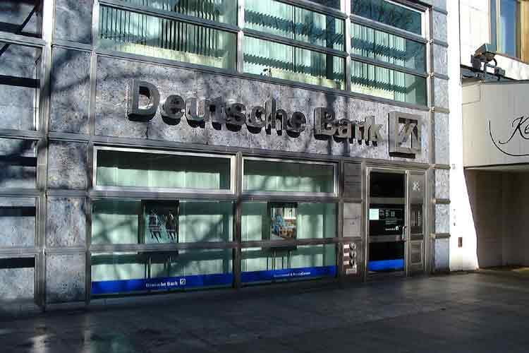 «Βούλιαξαν» τα καθαρά κέρδη της Deutsche Bank