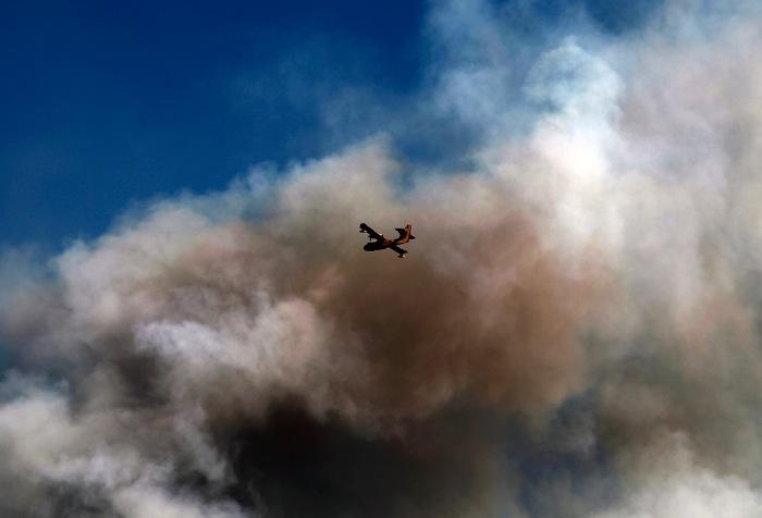 Μάχη με τις φλόγες δίνει η Πυροσβεστική