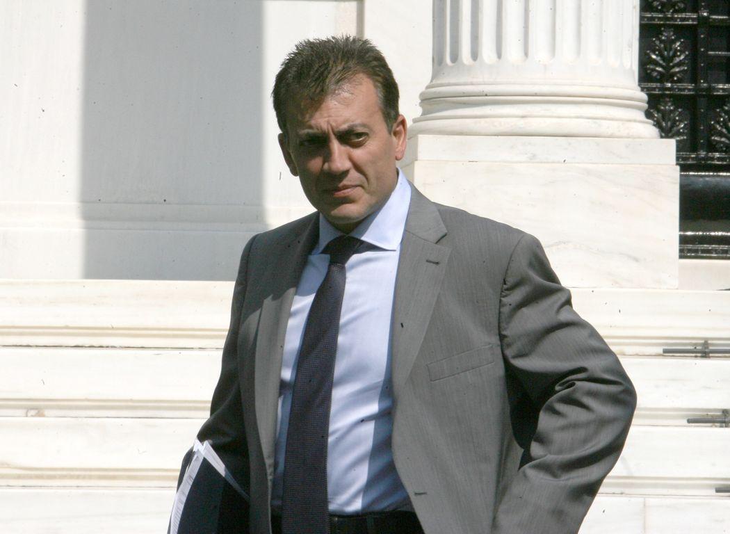 «Σκοντάφτει» το νομοσχέδιο Βρούτση για το ασφαλιστικό