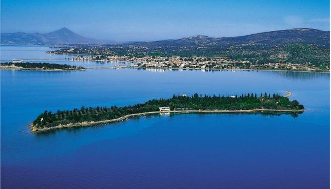 Η νήσος Τριάδα στον Ευβοϊκό Κόλπο, απέναντι από την αρχαία Ερέτρια.