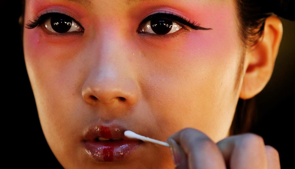 Το «Lipstick Effect» πλήττει την Κίνα