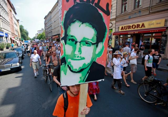 Σνόουντεν: «Επέλεξα ατρόμητους δημοσιογράφους για να μιλήσω»