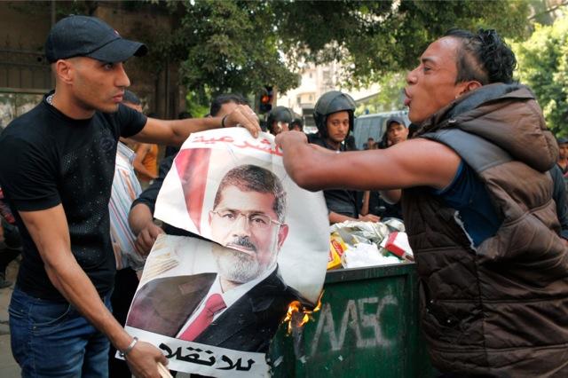Συγκρούσεις υποστηρικτών και αντιπάλων του Μόρσι στο Κάιρο