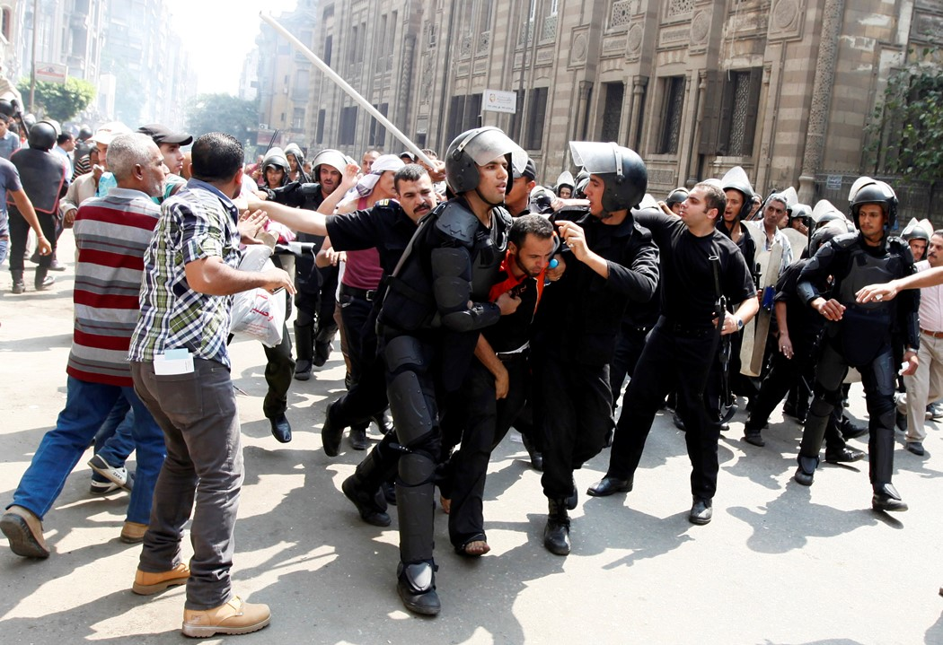 Αίγυπτος: «Οι νεκροί ξεπερνούν τους 100»