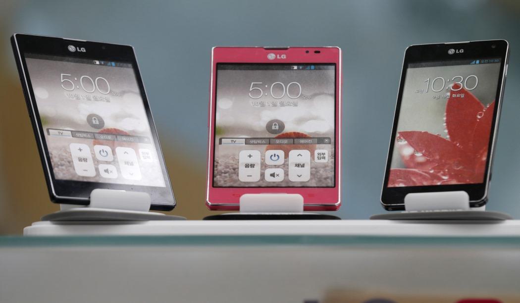 Τα smartphone νίκησαν τα συμβατικά κινητά