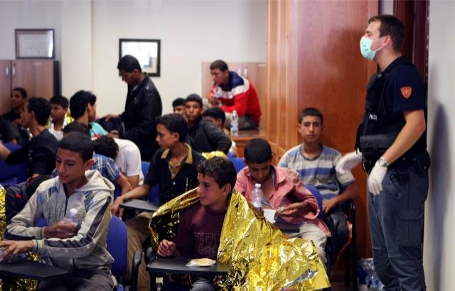 Εκατοντάδες μετανάστες στις ακτές της Κάτω Ιταλίας