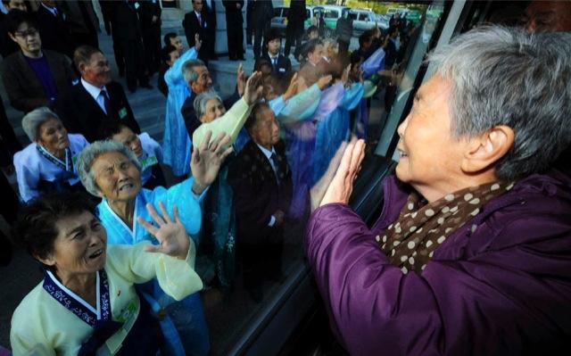 Κορέα: Σμίγουν ξανά οικογένειες, τρία χρόνια μετά