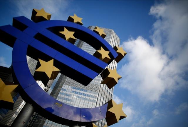 Αύξηση των επιτοκίων της ΕΚΤ βλέπει ο Σόιμπλε