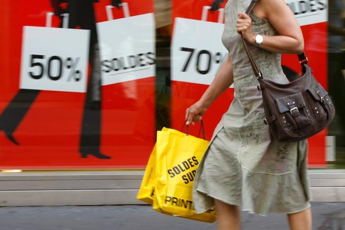 Άνοδος της καταναλωτικής εμπιστοσύνης στην ευρωζώνη