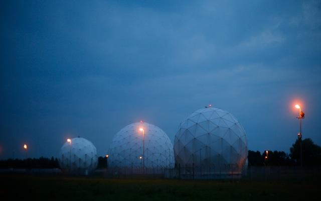 Ρίχνουν τους τόνους ΗΠΑ και Γαλλία για την NSA