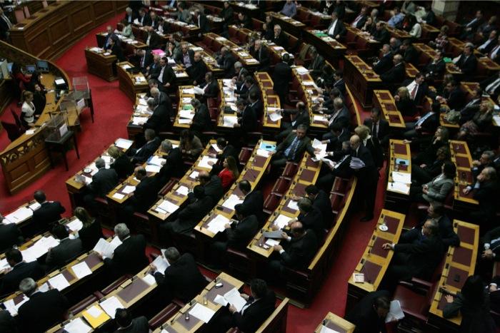 Ψηφίστηκε η τροπολογία για τις συντάξεις των βουλευτών