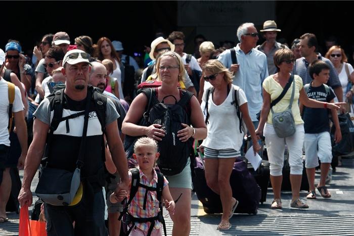Οι τουρίστες έρχονται, αλλά δεν ξοδεύουν