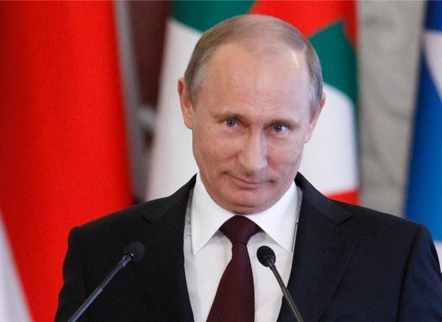 Στο πλάι του Σνόουντεν ο Πούτιν