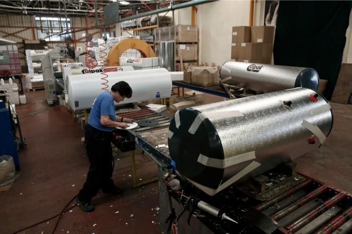 Πρώτοι στη μείωση θέσεων εργασίας οι κλάδοι ξυλείας, επίπλου, μετάλλου