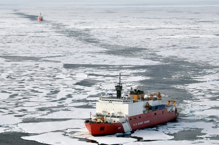 Διαπλέοντας την πιο «επικίνδυνη» θάλασσα του κόσμου