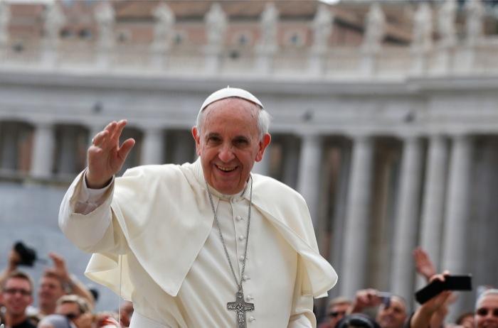 Ο Πάπας Φραγκίσκος χτυπά την «ειδωλολατρεία του χρήματος»