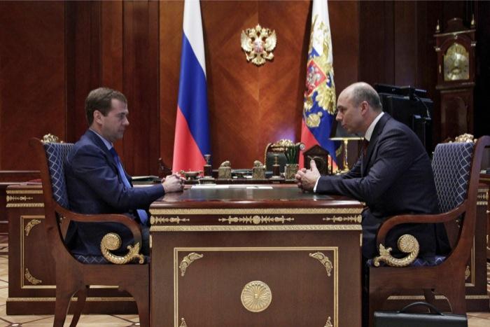 Λογοπαίγνια Μεντβέντεφ-Σιλουάνοφ για το μέλλον του ευρώ