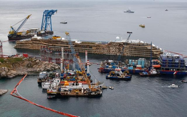 «Όρθιο» ξανά το Costa Concordia