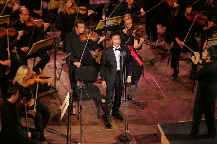Ο Μάριος Φραγκούλης παρουσίαζει στο Ηρώδειο τους «Δικούς του Ήρωες»