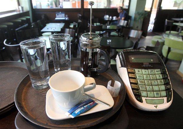 Συντελεστής ΦΠΑ 23% για φαγητό στα κέντρα διασκέδασης