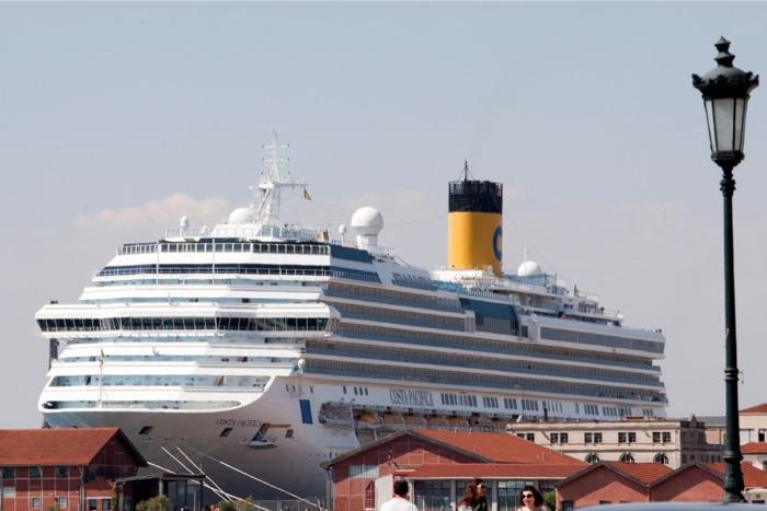Δείτε το κρουαζιερόπλοιο-γίγας που έφτασε σήμερα στη Θεσσαλονίκη