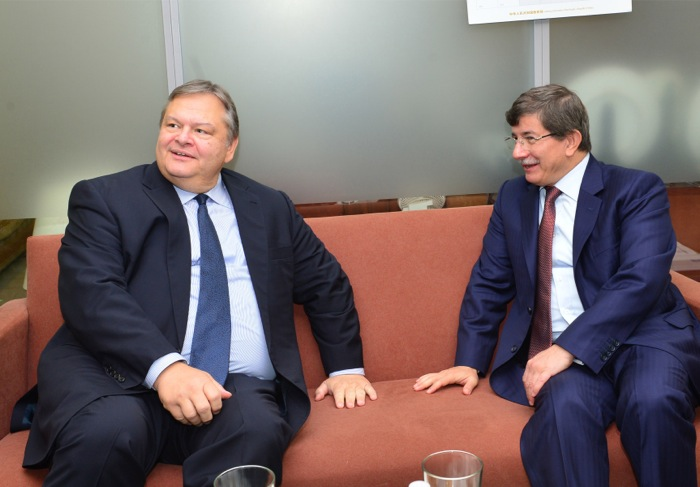 Σχόλια των κυπριακών κομμάτων για τις συνομιλίες Βενιζέλου-Νταβούτογλου