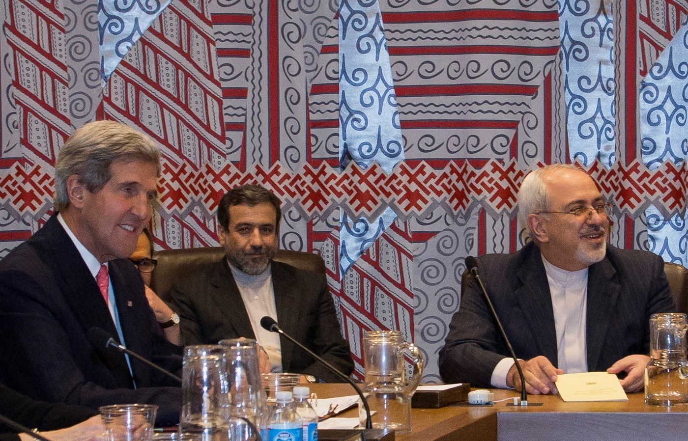 OHE: Ιστορική συνάντηση Κέρι – Ζαρίφ για το πυρηνικό πρόγραμμα του Ιράν