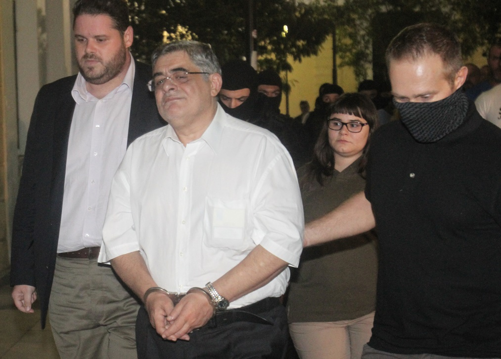 Υπό κράτηση οι 20 συλληφθέντες της Χρυσής Αυγής