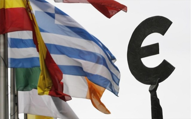 Guardian: «Η Ελλάδα επιστρέφει στις αγορές την επόμενη εβδομάδα»