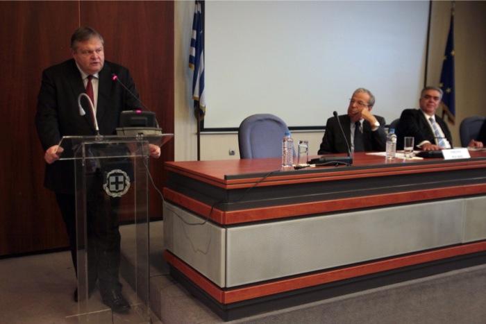 Βενιζέλος: Προτεραιότητα της ελληνικής προεδρίας οι θαλάσσιες ζώνες