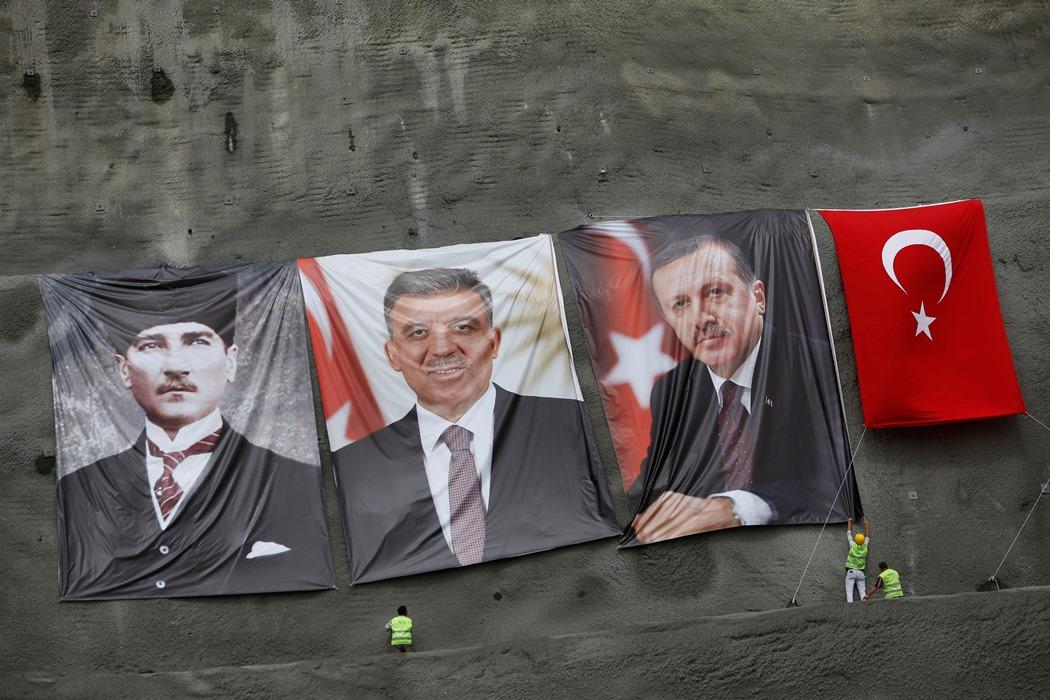 «Κλεφτοπόλεμος» για την εξουσία στη Τουρκία