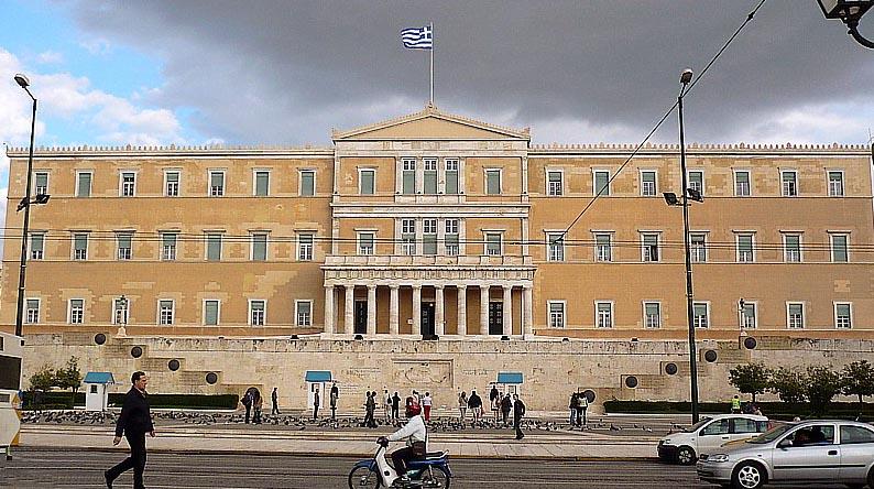 Die Welt: «Οι Έλληνες εξακολουθούν να ζουν πάνω από τις δυνατότητές τους»
