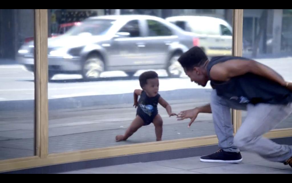Η διαφήμιση της Evian που…μικραίνει τα παιδιά (βίντεο)