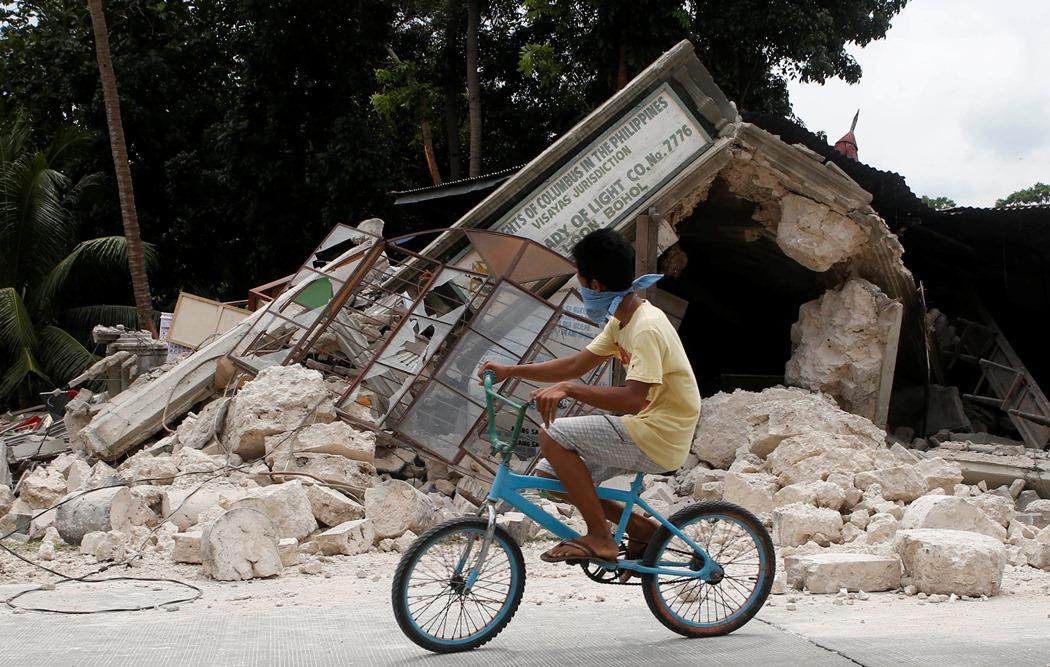 Φονικός ο σεισμός στις Φιλιππίνες