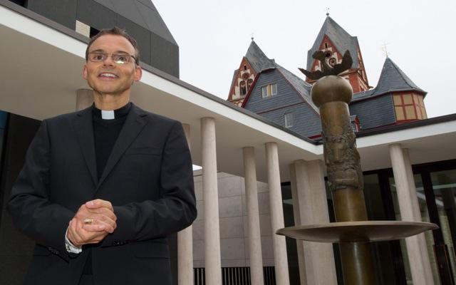 Άδοξο τέλος για τον «επίσκοπο της χλιδής»