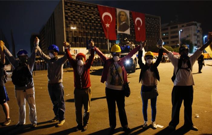 Τούρκοι καλλιτέχνες ίδρυσαν το «Κόμμα Γκεζί»