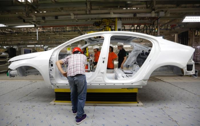 Χιλιάδες απολύσεις από τις σουηδικές Volvo και Elecrolux