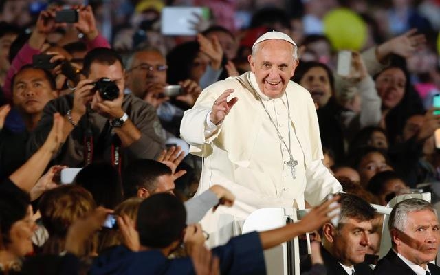 Γιατί ο Πάπας Φρασκίσκος επέστρεψε στο Βατικανό με τη συνοδεία των προσφύγων